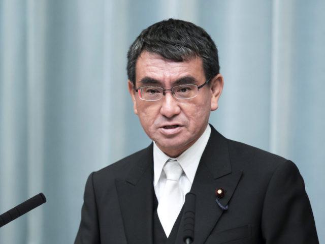 Министр по административным реформам Таро Коно возглавит отдел, который будет заниматься вакцинацией населения.